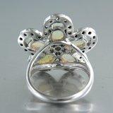 Witgouden ring met opaal en 0.60 ct diamant_