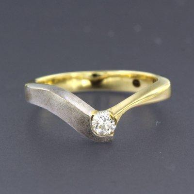 Bicolour gouden ring met 0.15 ct diamant