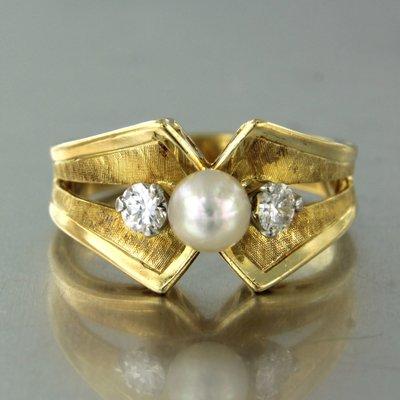 Gouden ring met parel en 0.30 ct diamant