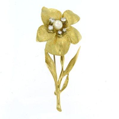 Gouden bloem broche met parel en 0.40 ct diamant