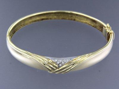 Bicolour gouden scharnier armband met 0.08 ct diamant