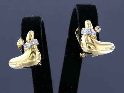 Gold earrings with 0.40 ct diamond