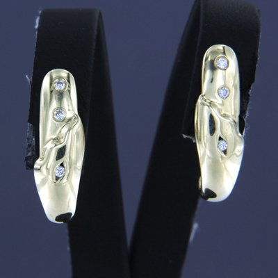 Gold earrings with 0.10 ct diamond