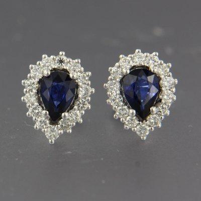Witgouden oorbellen met saffier en 0.65 ct diamant
