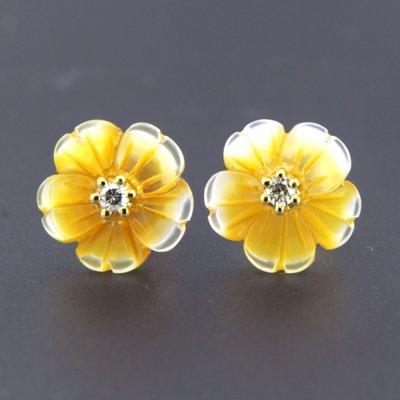 Gouden oorbellen met parelmoer en 0.08 ct diamant