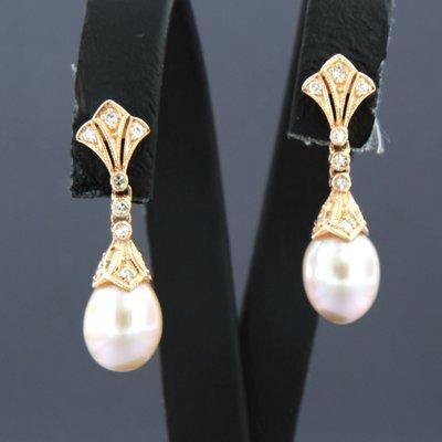 Roségouden oorhangers met parel en 0.16 ct diamant