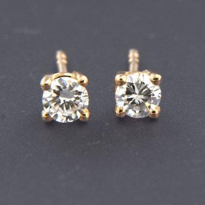 Roségouden oorknoppen met 0.10 ct diamant
