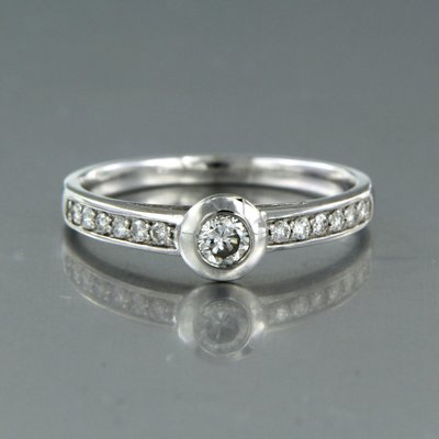 White gold ring with 0.30 ct diamond