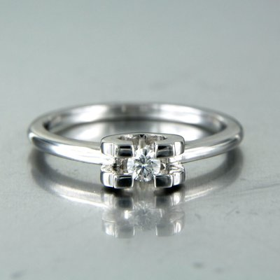 White gold ring with 0.10 ct diamond