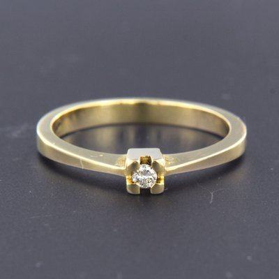 Gold ring with 0.04 ct diamond