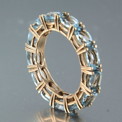 Rose gold eternity ring with 6.70 ct topaz
