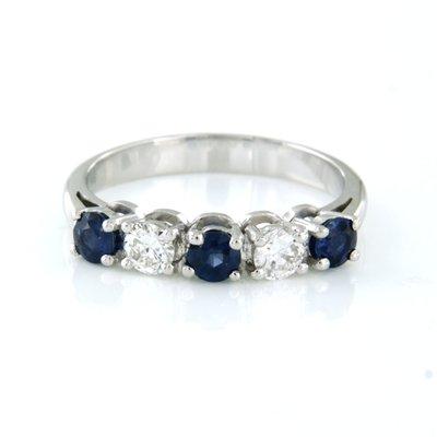 Witgouden ring met saffier en 0.34 ct diamant