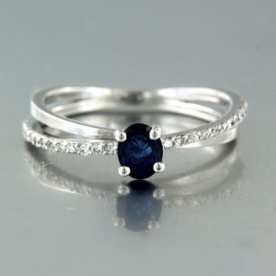 White gold ring with sapphire and 0.18 ct diamond