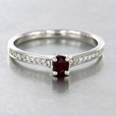 White gold ring with ruby and 0.12 ct diamond