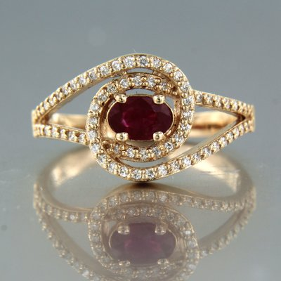 Rose gold ring with ruby and 0.35 ct diamond
