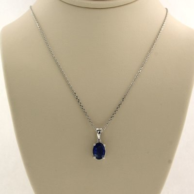White gold necklace with 0.90 ct sapphire