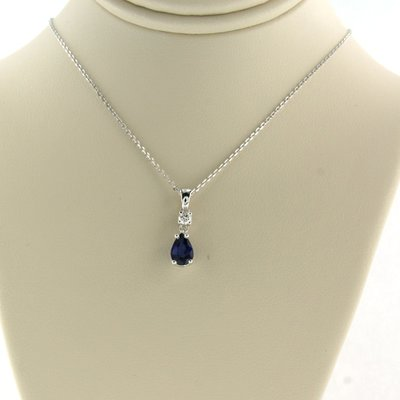White gold necklace with sapphire and 0.06 ct diamond