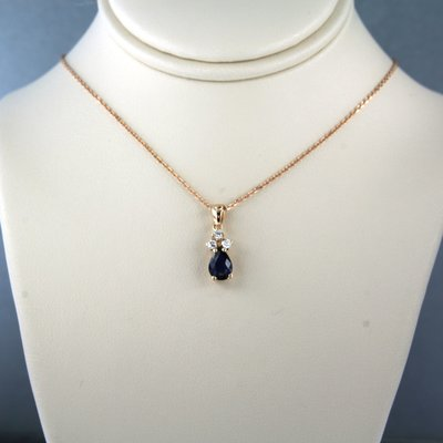 Rose gold necklace with sapphire and 0.08 ct diamond