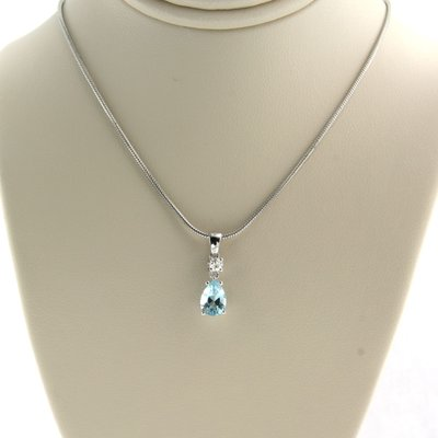 White gold necklace with 0.07 ct diamond