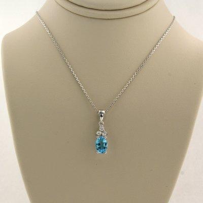 Witgouden collier met topaas en 0.06 ct diamant