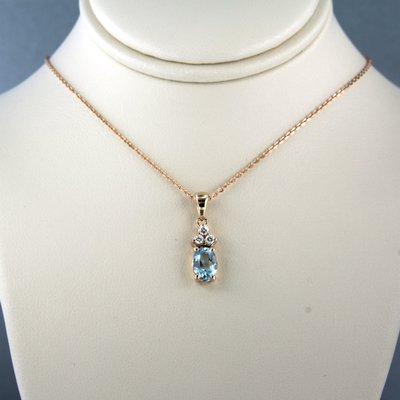 Roségouden collier met topaas en 0.11 ct diamant
