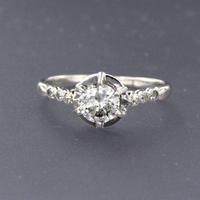 Platinum ring with 0.61 ct diamond