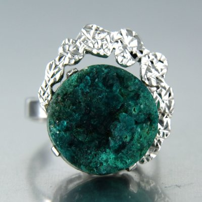 White gold ring with green agate