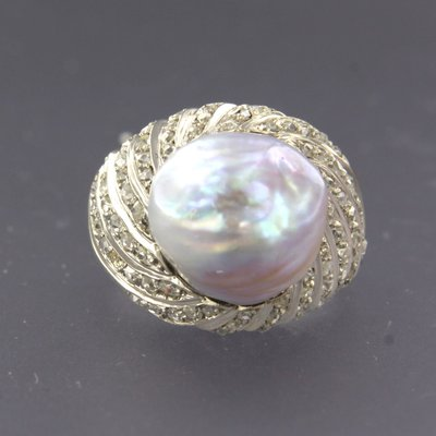 White gold ring with a pearl and 1.00 ct diamond