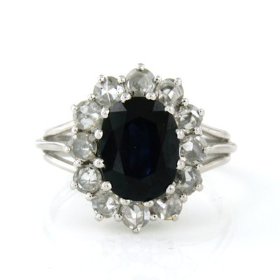 White gold ring with 2.30 ct sapphire and 0.60 ct diamond
