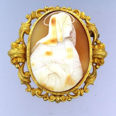 Gouden camee broche met afbeelding van een zuster