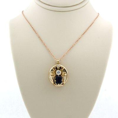 Gouden collier met spin-hanger bezet met saffier, robijn en diamant