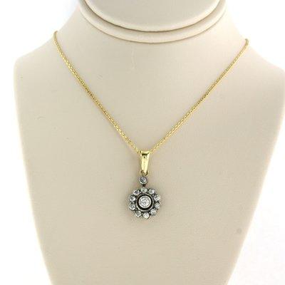 Gouden collier met goud met zilver hanger bezet met 0.70 ct diamant