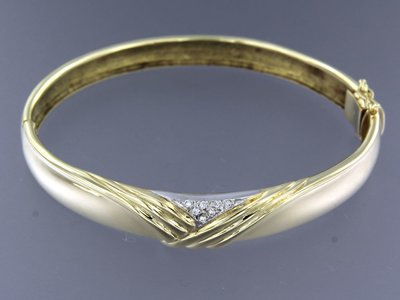 Bicolour golden hinge bracelet with 0.08 ct diamond