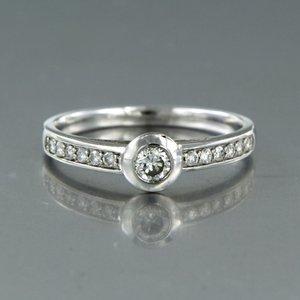 Witgouden ring met 0.30 ct diamant
