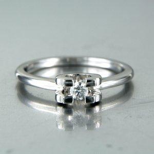 Witgouden ring met 0.10 ct diamant