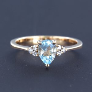 Rose gold ring with topaz and 0.12 ct diamond