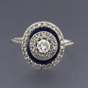 Witgouden ring met emaille, saffier en 0.50 ct diamant