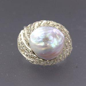 Witgouden ring met parel en 1.00 ct diamant