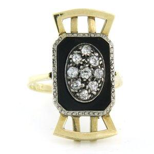 Goud met zilver Art Deco ring met onyx en 0.50 ct diamant